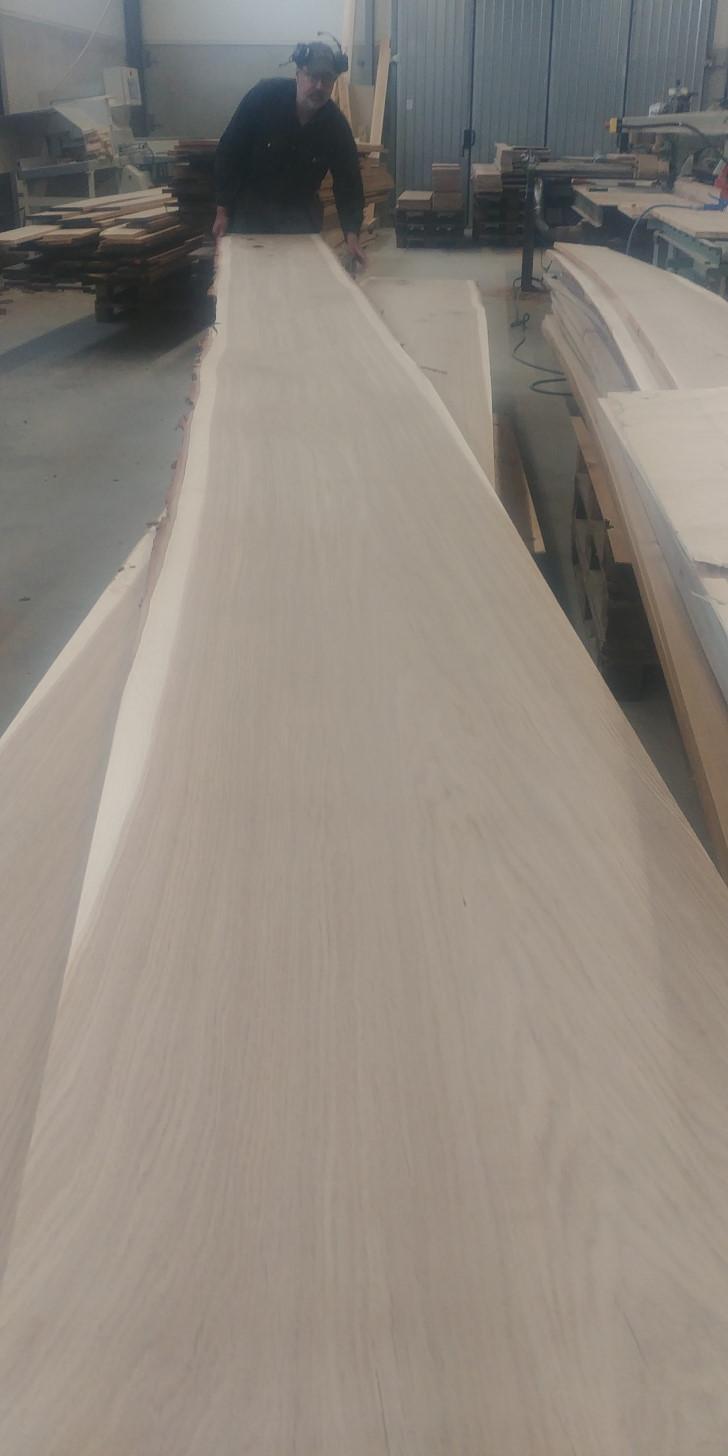 Långa och breda golvplank i Ängavången Ekgolv